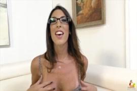 Hindi porn kapde otarte hoye